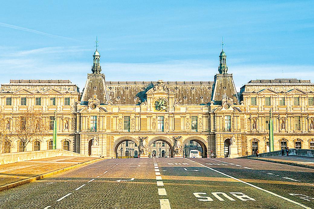 法國巴黎羅浮宮入口。
