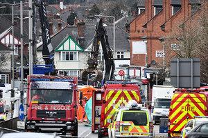 英國一建築爆炸起火後坍塌 釀五死五傷