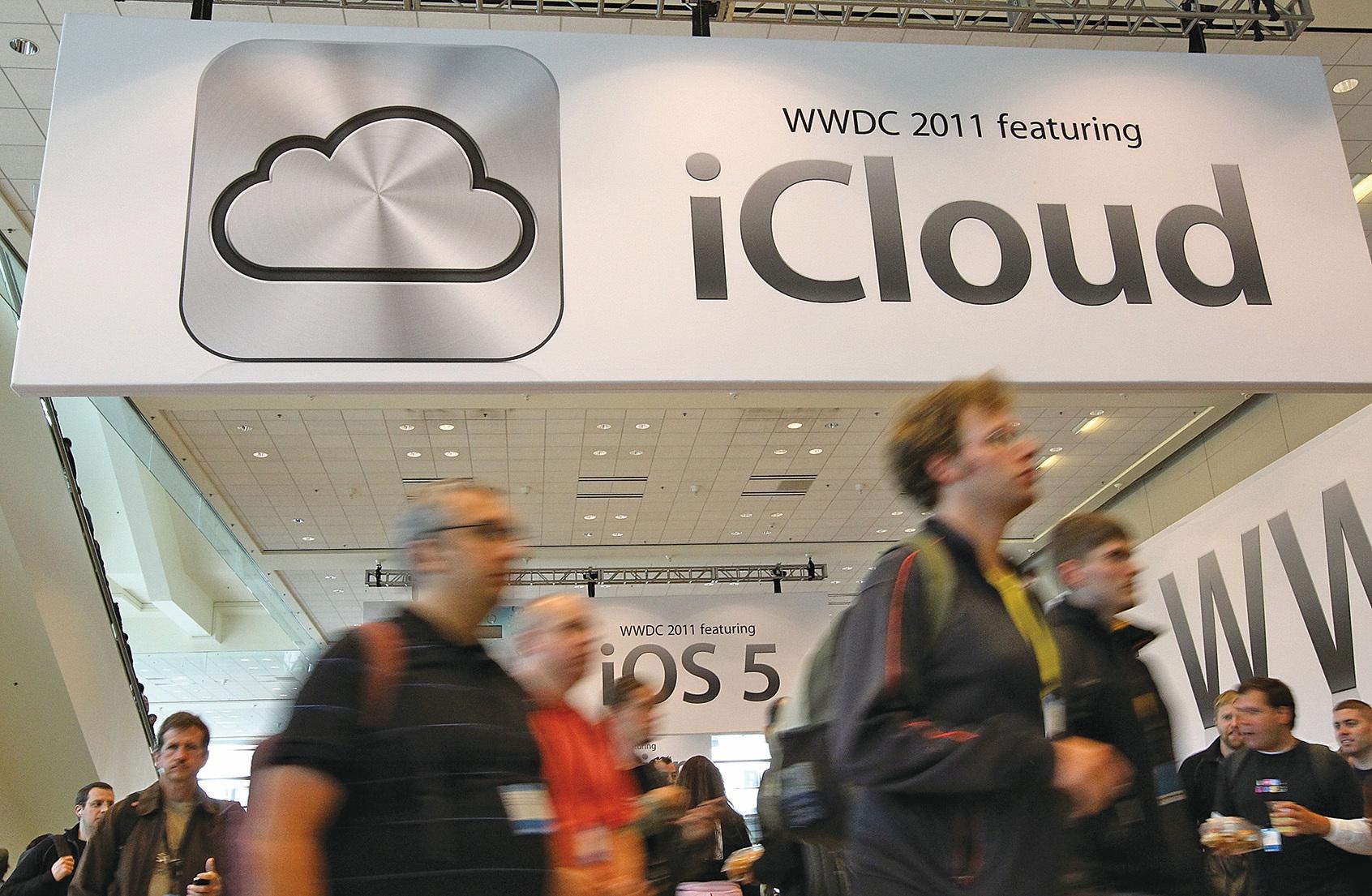 今日起,註冊地為中國的蘋果雲服務用戶需要注意他們的數據安全,因為當天,美國蘋果公司將正式、全部把雲服務數據交給「雲上貴州」處理,中共將更容易獲取蘋果用戶在雲端上儲存的信息和數據。(Justin Sullivan/Getty Images)