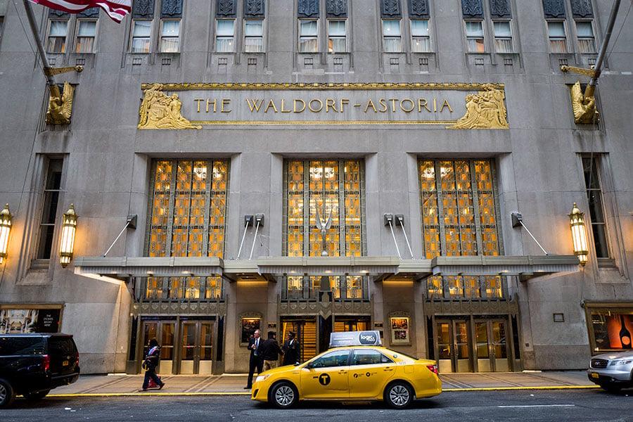 中共保監會接管安邦集團後,考慮出售紐約華爾道夫酒店。(Drew Angerer/Getty Images)
