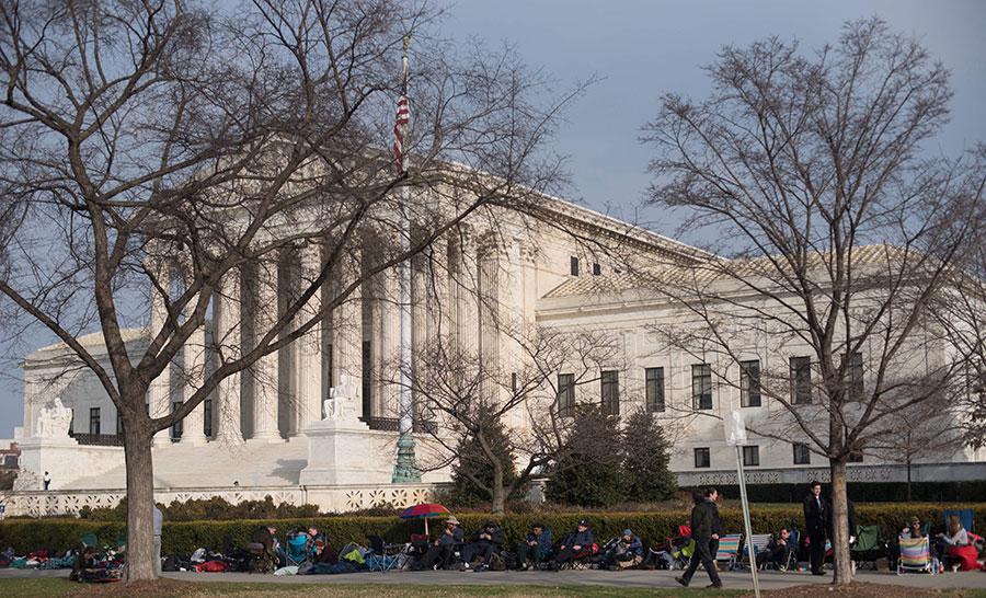 周一,美國最高法院駁回了特朗普政府有關DACA法律爭議的上訴,稱應由聯邦下級法院做出裁定。(MARI MATSURI/AFP/Getty Images)