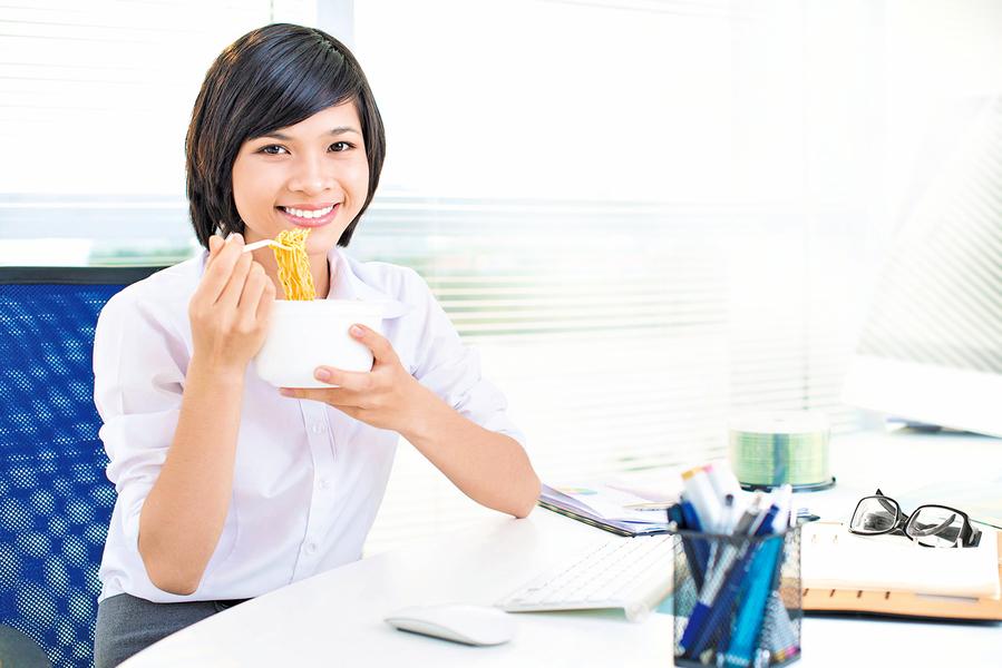愛吃泡麵?消化過程微影片讓你重新考慮