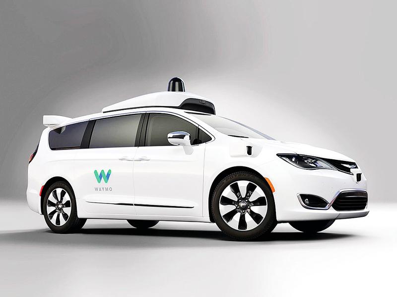 Waymo搶先一步 推出無人駕駛計程車商業化