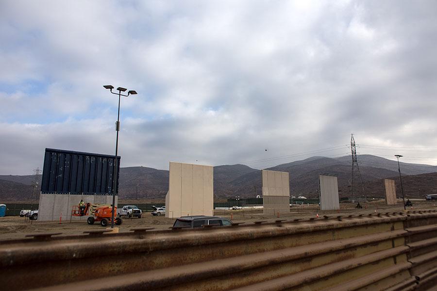 周二,美國一名聯邦法官裁定,總統特朗普政府的邊境牆政策,沒有忽視環境保護法規,為特朗普建牆排除障礙。(GUILLERMO ARIAS/AFP/Getty Images)