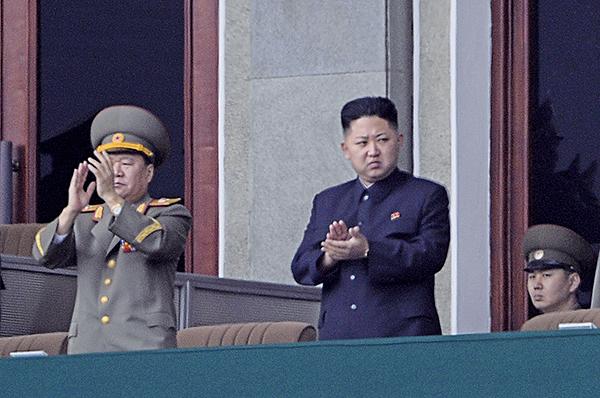 北韓領導人金正恩及其父金正日,被曝在90年代以假名獲得巴西護照,並透過護照出境。(Getty Images)