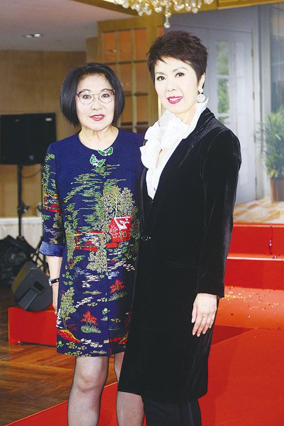 關菊英(右)將為《福祿壽十周年演唱會》擔任嘉賓。(宋碧龍╱大紀元資料照片)