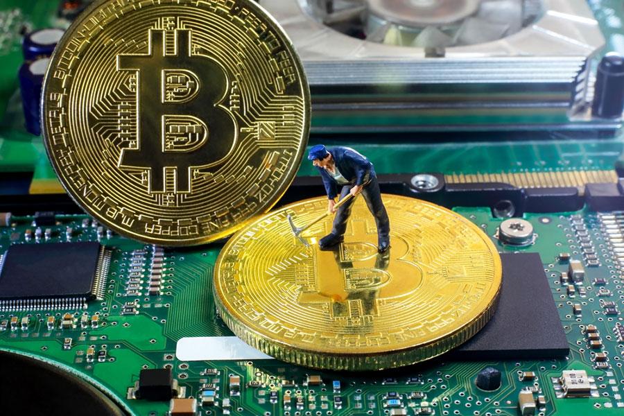 比特幣挖礦需要大量的電腦24小時運作,極耗電能。(Shutterstock)