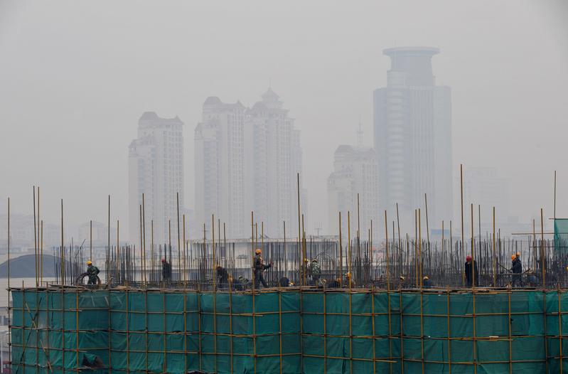 近日,中共國家統計局罕見承認對於過去造假數據的修正,但沒有公佈修正後的數據,外界質疑中國的經濟增長率不可信。(Feng Li/Getty Images)