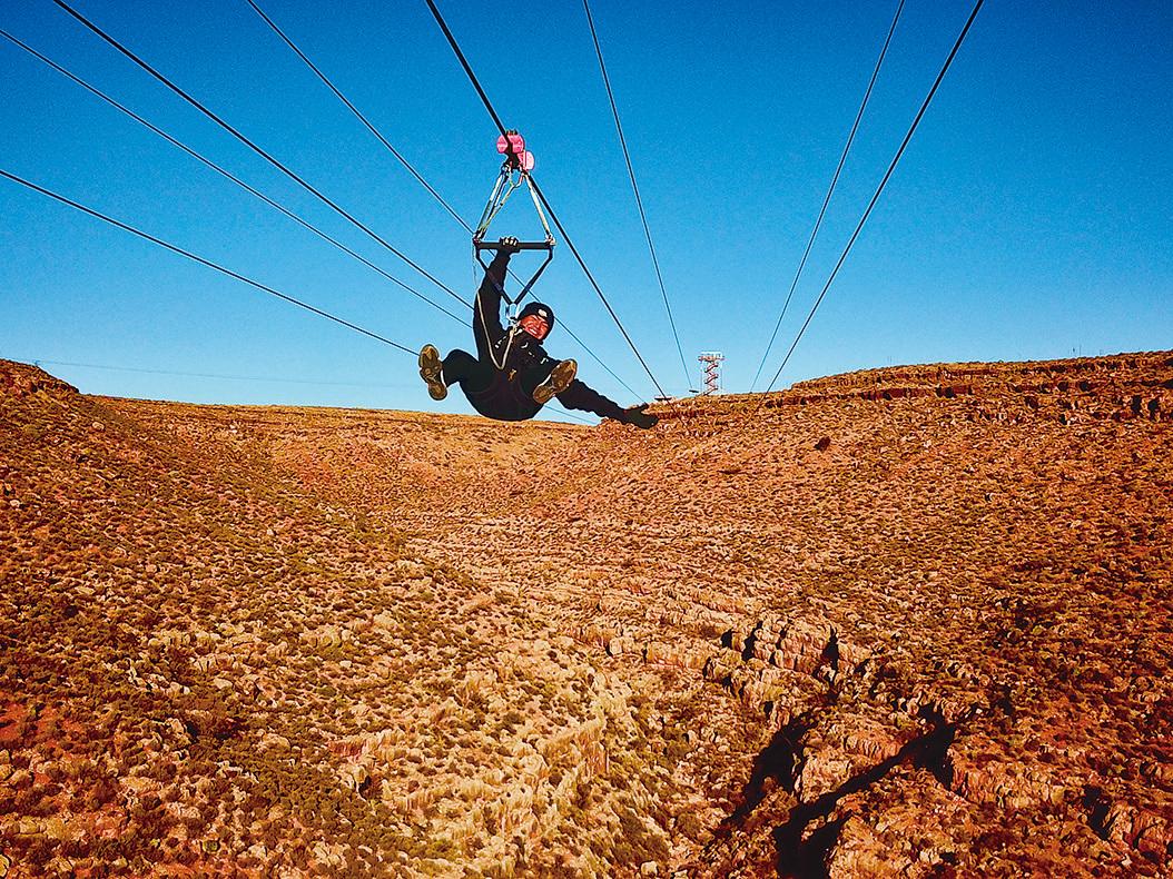 大峽谷高空滑索 (Zipline)。