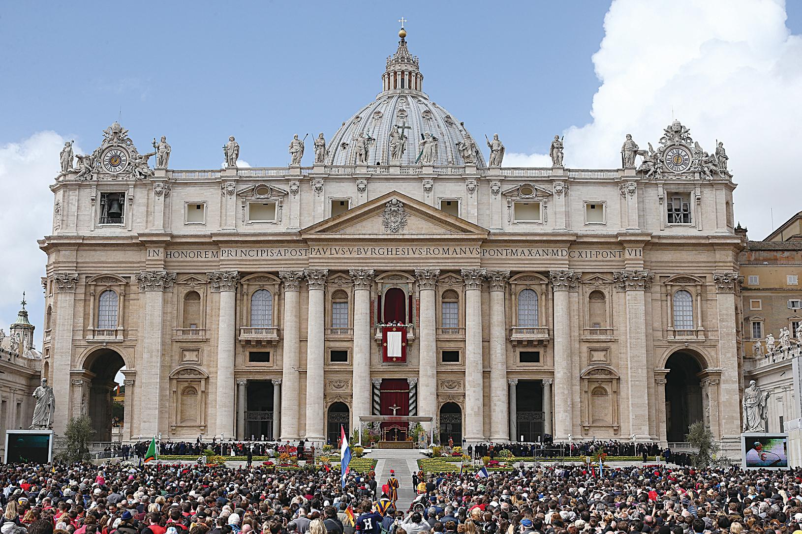 《米蘭晚郵報》2月18日報道,梵蒂岡即將在3月和中共簽署主教任命協議,距離教廷和中共建交更進一步。圖為梵蒂岡城的聖彼得大教堂。 (Dan Kitwood/Getty Images)