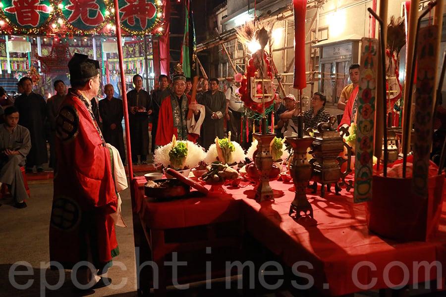 靠近深圳的新界粉嶺圍,村民們還會在元宵節當天按習俗每年舉行「太平洪朝」祈福儀式。(陳仲明/大紀元)