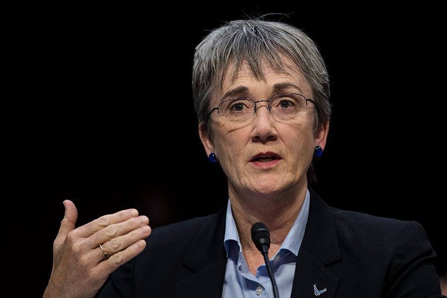 美國空軍部長威爾遜(Heather Wilson)周四在美國智庫傳統基金會上說,為應對來自中俄的挑戰,美國空軍將增加人員並提高核威懾力。圖為威爾遜去年12月在國會的一個聽證會上。(Drew Angerer/Getty Images)