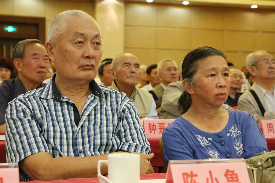 紅二代陳小魯曾被「首富」。陳小魯調侃稱,「所以我現在是憑著首富的傳說混飯吃。」 (大紀元資料室)
