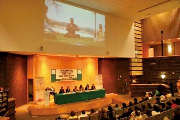 2016年,11月25日「法輪功與身心健康」論壇曾在墨西哥國會眾議院(Chamber of Deputies)舉行。(大紀元)