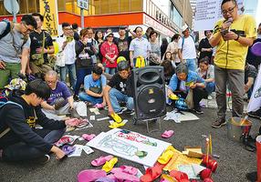 反預算案遊行集體打小人