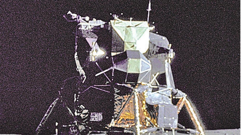 沃達豐電信為了協助「業餘科學家」私人科技公司實現月球夢,將偕諾基亞與奧迪等歐洲大廠,於2019年發射4G網絡的設備登月。圖為1969年阿波羅11號登月場景。(NASA)