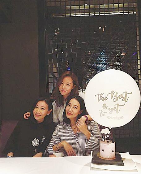 鄧麗欣(中)同好友吳雨霏、區文詩餐敘,慶祝入圍金像獎最佳女主角。(鄧麗欣instagram)