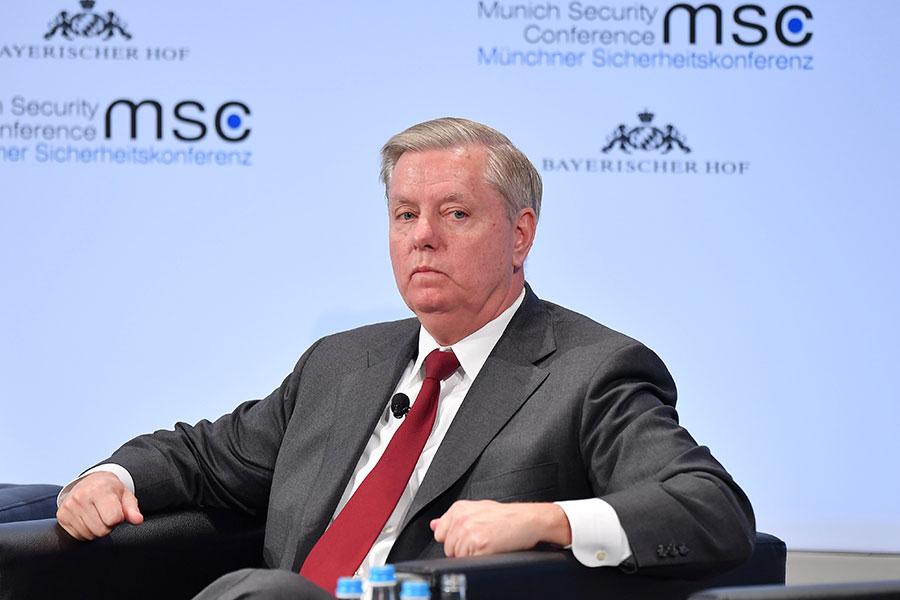 共和黨重量級參議員葛蘭姆1日接受CNN採訪稱,「如果考慮到國家長期的安保和安定的話,所有源自於戰爭的損失都是值得的。」(Sebastian Widmann/Getty Images)