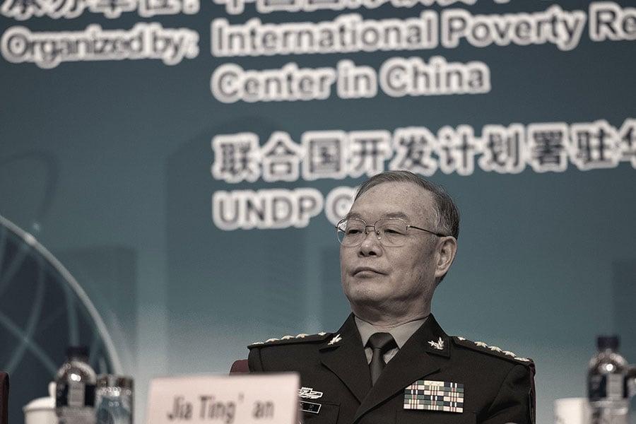 在今年兩會上罕見接受媒體採訪的賈廷安,被指已陷入調查的危機。(大紀元資料室)