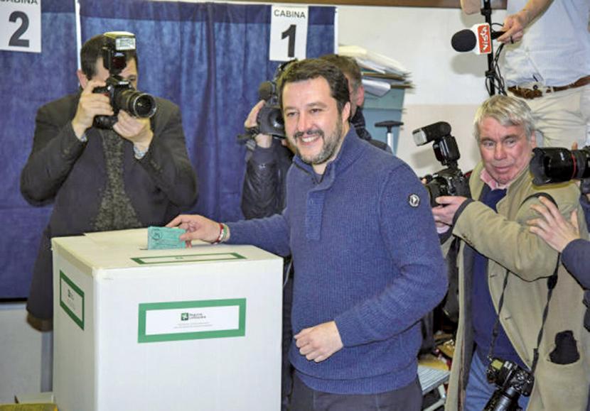 聯盟黨黨魁薩爾維尼至投票所投票。媒體報道,他有可能成為意大利下任總理。(Getty Images)