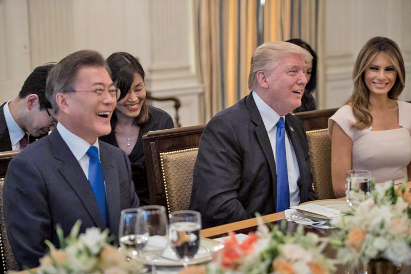 青瓦台周日(3月4日)宣佈,鑑於美國總統特朗普暗示,美國可與平壤進行直接會談,南韓派特使團至北韓進行為期兩天的訪問。(AFP)