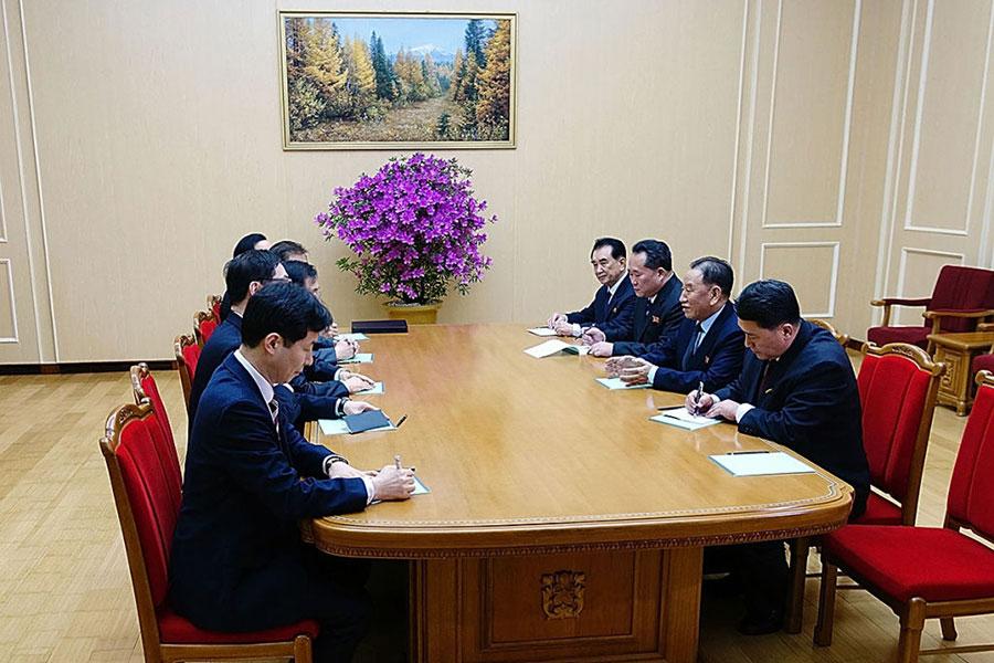 南韓總統文在寅向北韓派出的特使團今天(3月5日)抵達北韓首都平壤,與北韓會談。(South Korean Presidential Blue House via Getty Images)