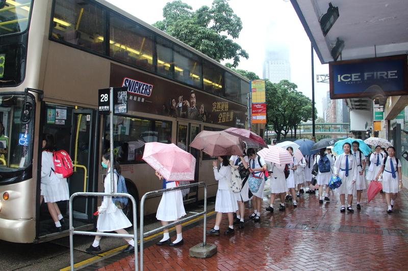 兩發紅雨停課安排被指混亂