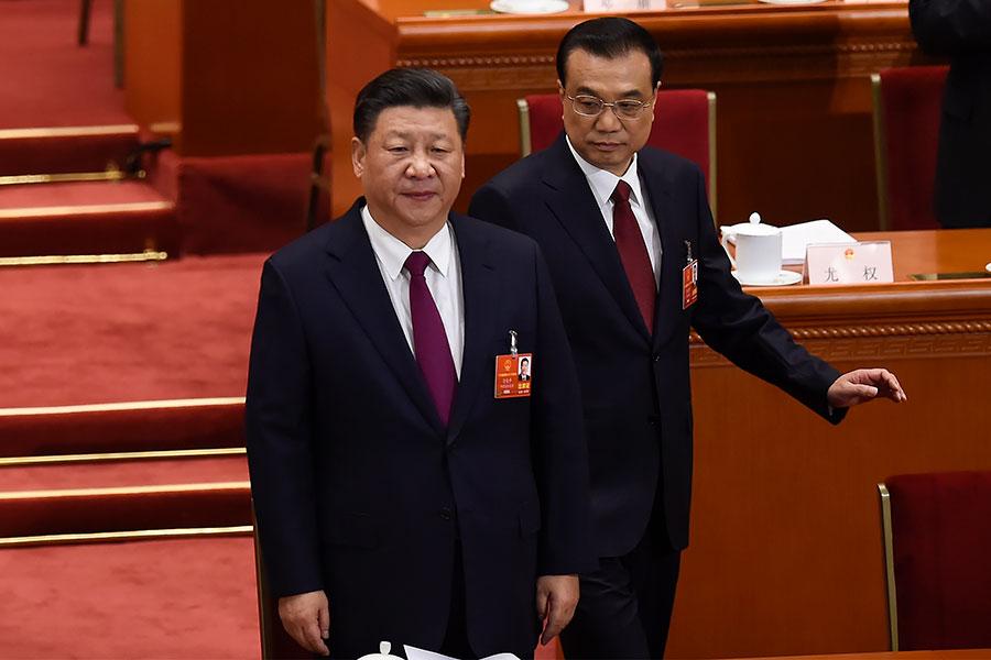 2018年3月5日,習近平(左)和李克強在北京召開的中共人大會議上。(WANG ZHAO/AFP/Getty Images)