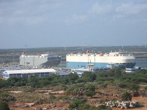 斯里蘭卡去年因償還不起債務,將具有戰略意義的漢班托塔港的控制權移交給中國。(Deneth17/Wikimedia commons)