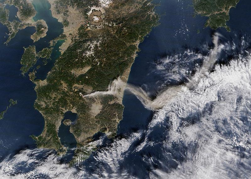 日本新燃岳火山爆發性噴發 噴煙達2300米