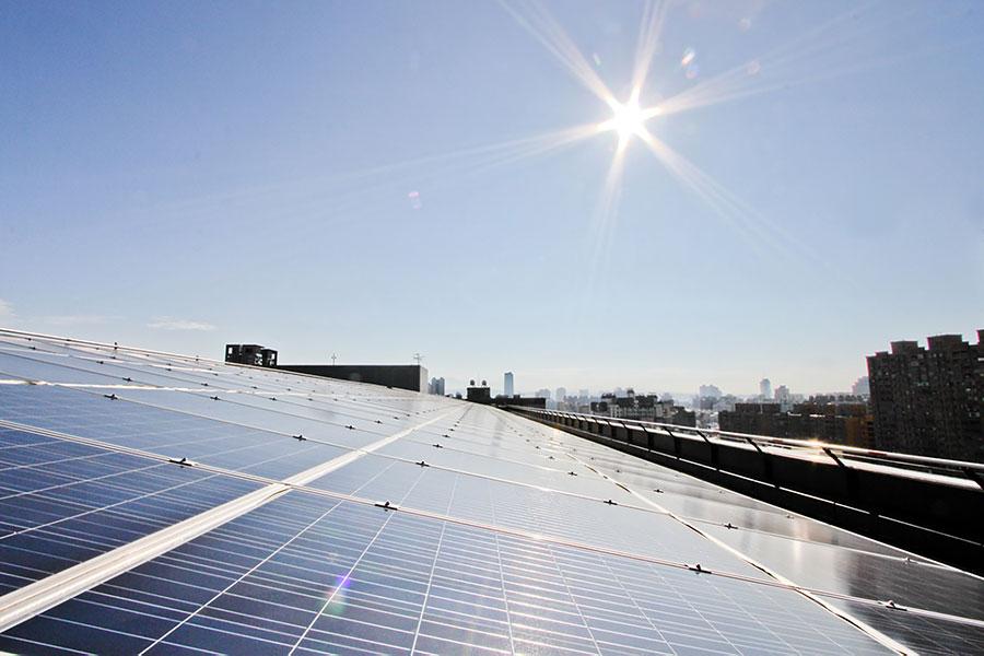 美國總統特朗普批准對進口太陽能面板和洗衣機課以重稅,被外界視為是中美貿易戰開打的訊號。(中央社)