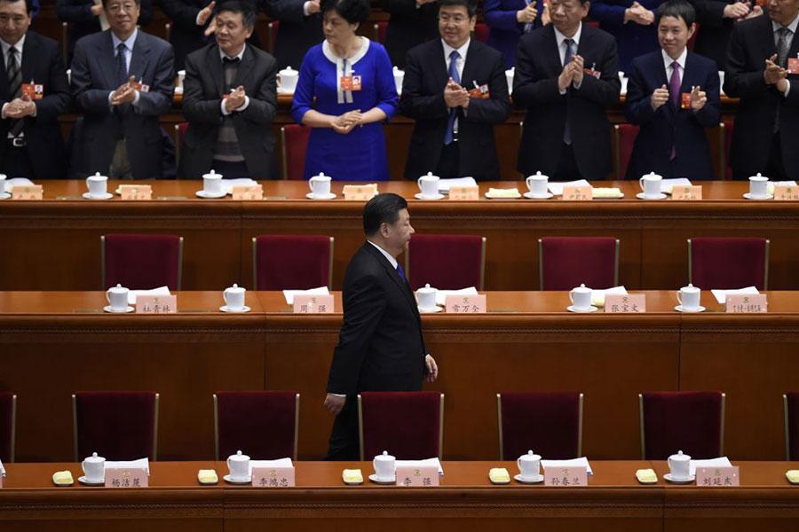 3月3日的中共政協會議開始前,習近平入場,其他常委被遠遠拋在後面。(WANG ZHAO/AFP/Getty Images)