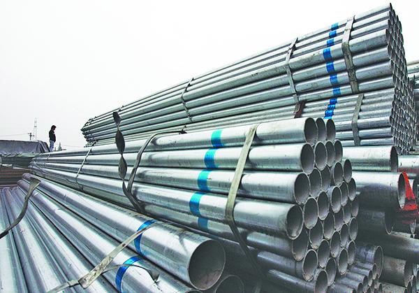早在特朗普宣佈針對外國進口鋼鐵徵收25%關稅之前,美國鋼鐵業已走上復甦之路。圖為武漢一家鋼鐵廠堆放的鋼管。(Getty Images)