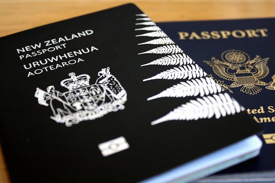 世界上只有少數一些國家使用黑色護照。(flickr)