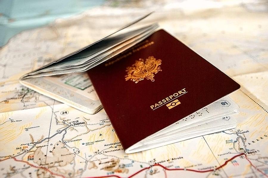 對於不同的國家來說,他們選擇護照的顏色時會考慮到地理位置、政治甚至是宗教等因素。因為護照反映了國家的身份。(Pixabay)