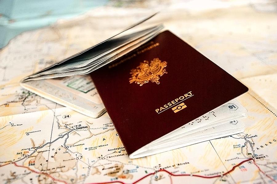各國護照之「顏色密碼」 你發現了嗎?