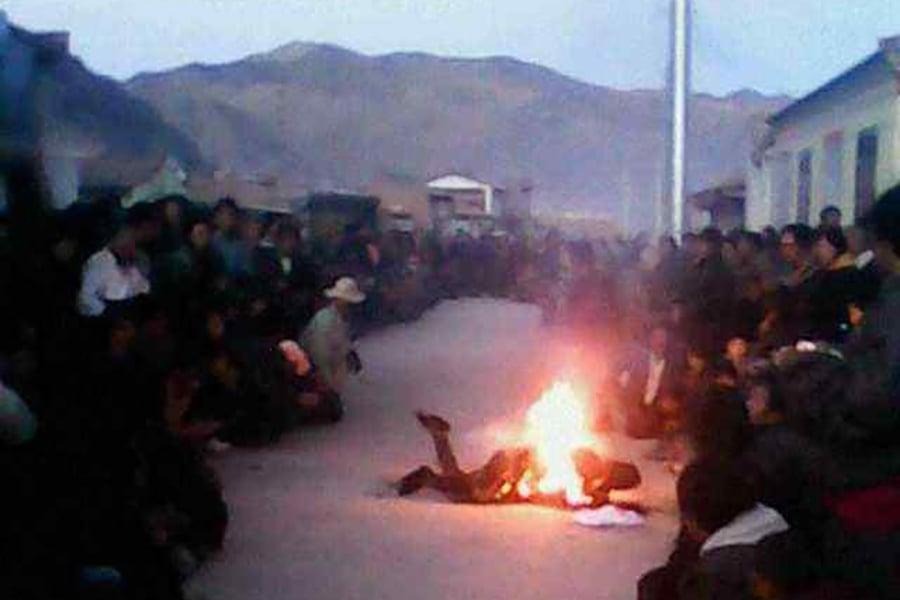 自2009年至今,中國藏區已被證實有152位藏人自焚抗議中共的殘暴統治。(網絡圖片)