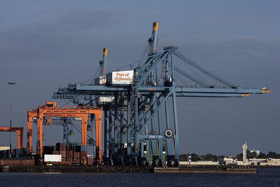 有報道說吉布提扣押了港口的控制權,作為給中共的禮物。若中共取得吉布提港口(圖)的經營權,恐怕有「重大」後果。(Johannes Eisele/Getty Images)