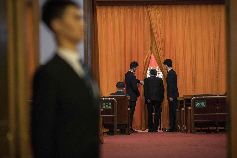 3月8日,中共人大一次會議主席團常務主席第一次會議在北京舉行。圖為3月5日的中共人大一次會議。(NICOLAS ASFOURI/AFP/Getty Images)