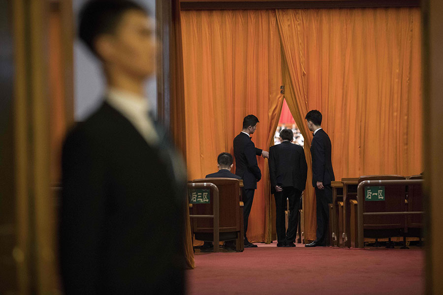 圖為3月5日的中共人大一次會議。(NICOLAS ASFOURI/AFP/Getty Images)