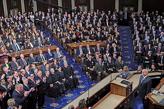 圖為1月30日,美國總統特朗普在國會兩院發表上任以來的首次國情咨文演講。(Getty Images)