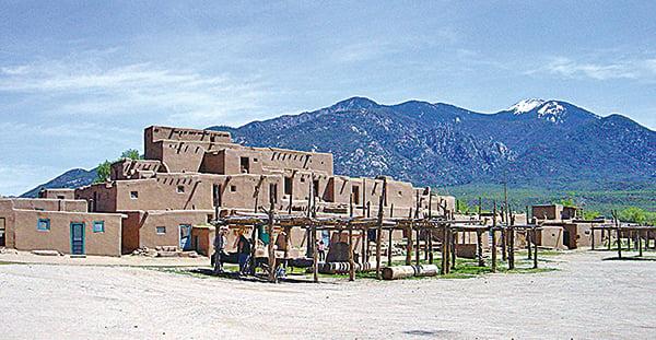 陶斯居民和訪客被沙漠中一種神秘而微弱的低頻嗡嗡聲所困擾。(維基百科)