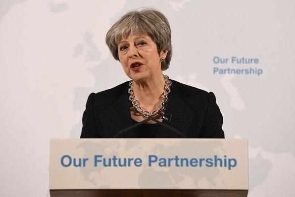 英國首相表示,在英國脫歐問題上,無論是英國還是歐盟都不可能「要甚麼有甚麼」,雙方必須接受一些「鐵一般的事實」。(LEON NEAL/AFP/Getty Images)