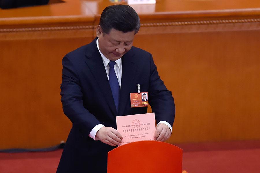 3月11日下午,中共全國人大代表表決修憲草案。(WANG ZHAO/AFP/Getty Images)