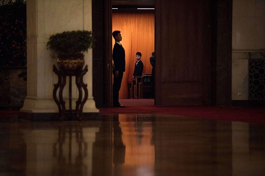 3月11日下午,中共全國人大會議將舉行第三次全體會議,表決修憲草案。圖為3月9日的中共全國人大第一次會議第二次全體會議。(FRED DUFOUR/AFP/Getty Images)