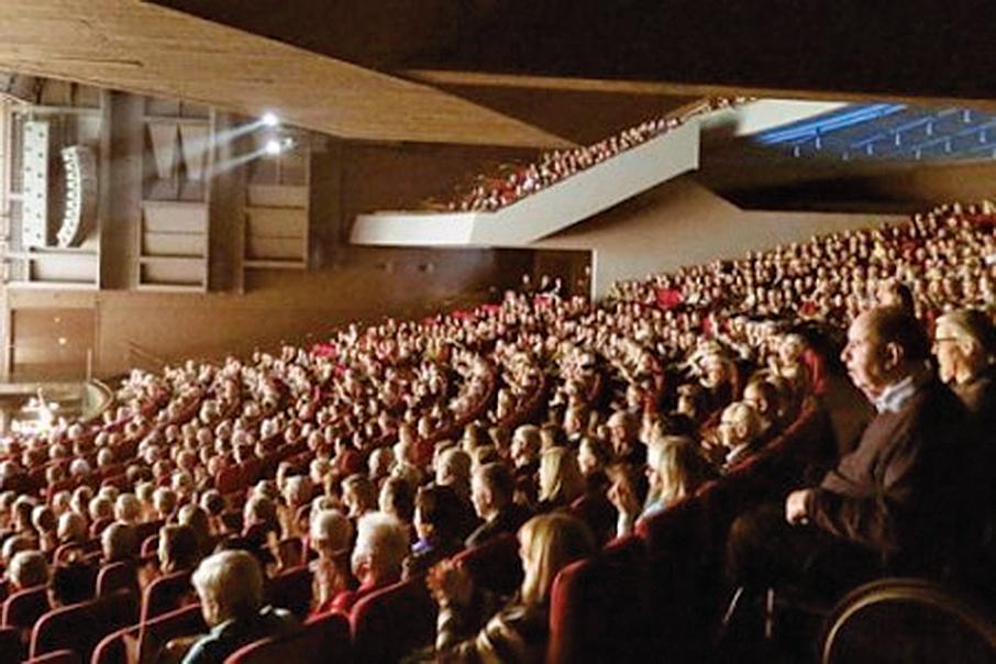 神韻二零一六年四月在丹麥奧胡斯音樂廳演出,出現了一票難求的盛況。(明慧網)