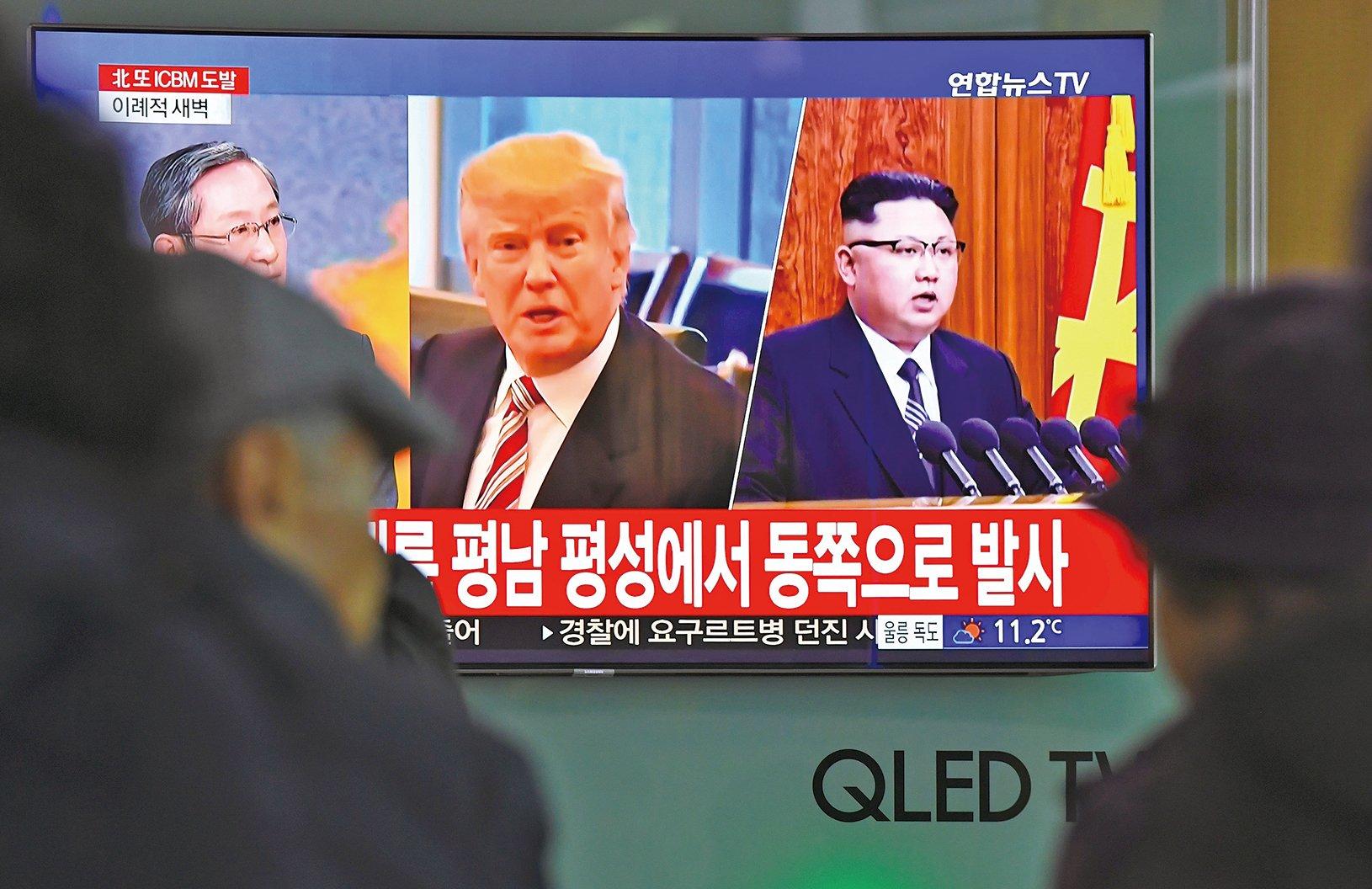 美國總統特朗普(右二)與北韓領袖金正恩(右一)將在五月底前會面,冀達成北韓棄核協議。(JUNG YEON-JE/AFP/Getty Images)