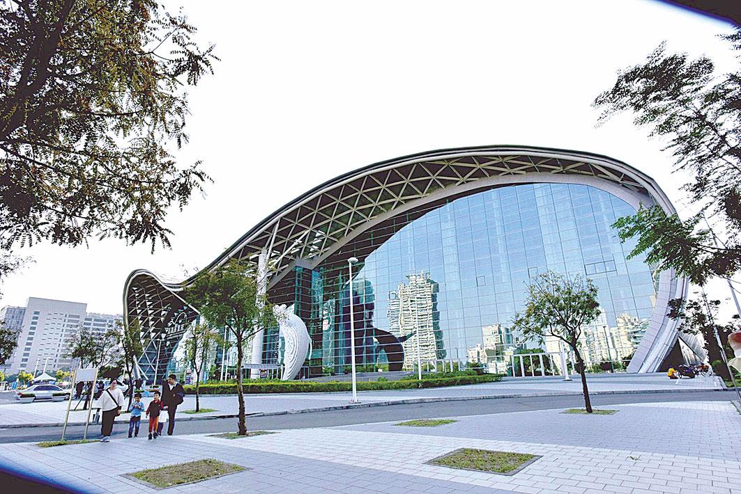 標榜海洋意像的高雄展覽館,是 全國唯一臨海雙核心會展中心。 ( 李晴玳/大紀元)