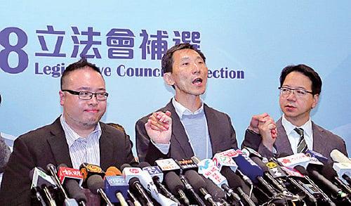 姚松炎向支持者致歉,承認選舉工程有失誤。(蔡雯文/大紀元)