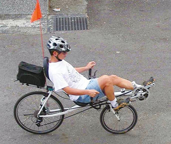 詹姆士的斜躺式單車。(詹姆士提供)